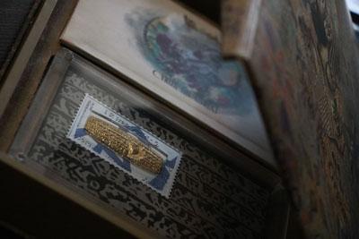 تولید تمبرینه های فاخر کلکسیونی کتیبه حقوق بشر کوروش کبیر توسط صنایع دستی پرنیا