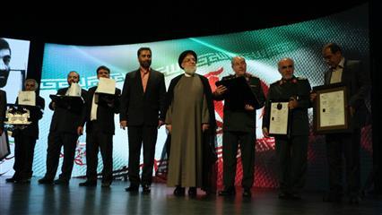 رونمایی از (اولین نقش برجسته جاوید الاثر حاج احمد متوسلیان در مراسم بزرگداشت ایشان در باغ موزه دفاع
